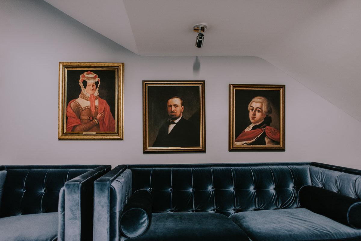 elegancki-slub-koscielny-plenerze-glamour-palac-romantyczny-turzno-fotografia-slubna-Swietliste-fotografujemy-emocje-Torun-reportaz-slubny-Ewa-Jakub-004