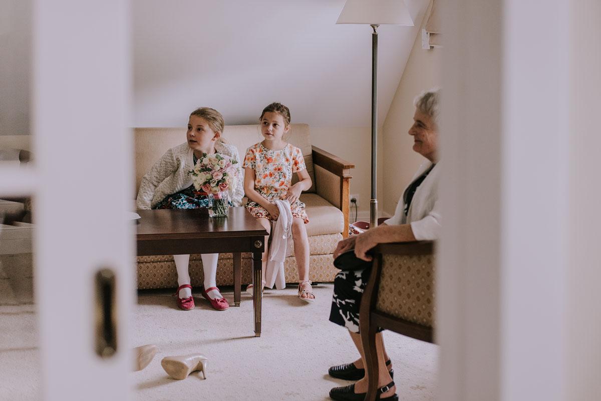 elegancki-slub-koscielny-plenerze-glamour-palac-romantyczny-turzno-fotografia-slubna-Swietliste-fotografujemy-emocje-Torun-reportaz-slubny-Ewa-Jakub-026