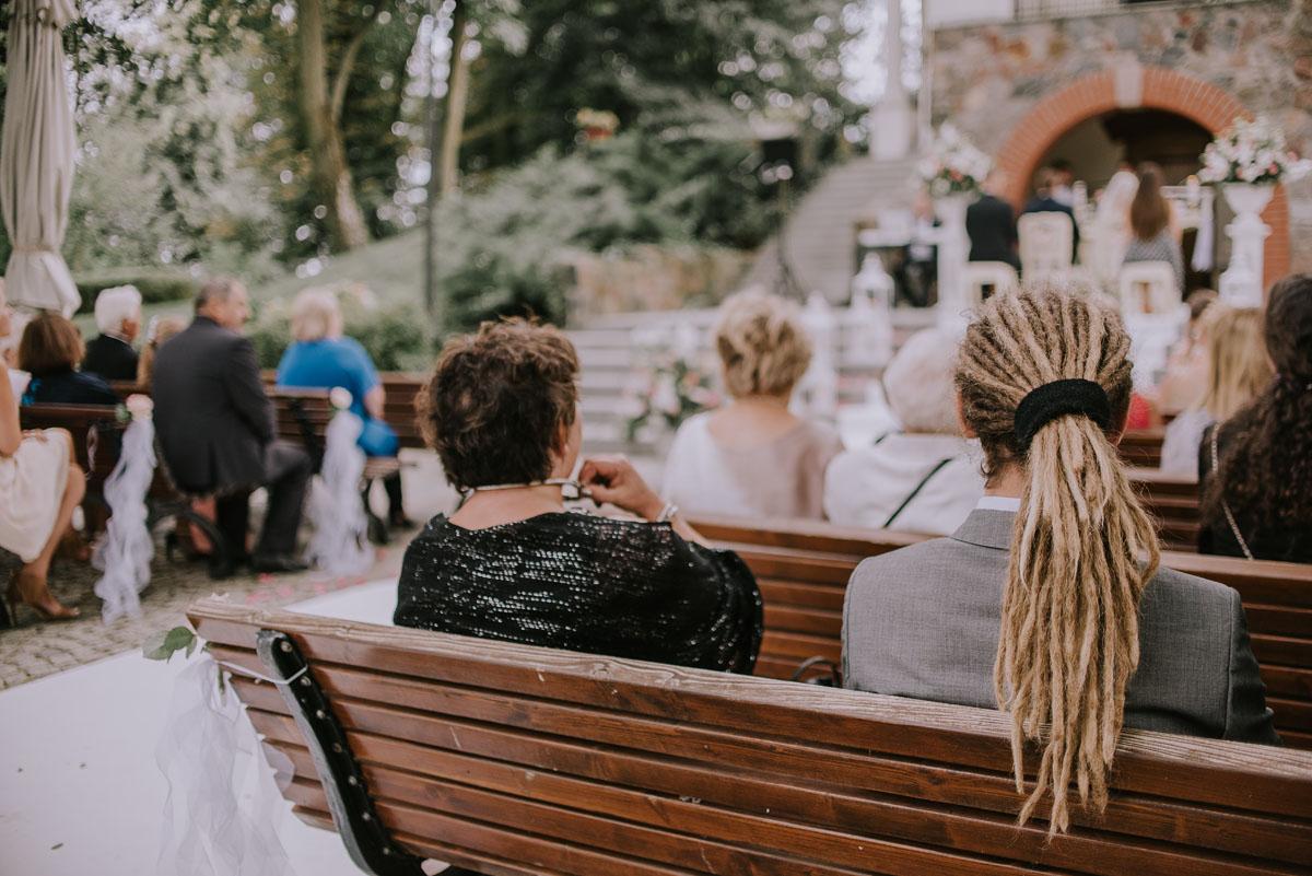 elegancki-slub-koscielny-plenerze-glamour-palac-romantyczny-turzno-fotografia-slubna-Swietliste-fotografujemy-emocje-Torun-reportaz-slubny-Ewa-Jakub-072