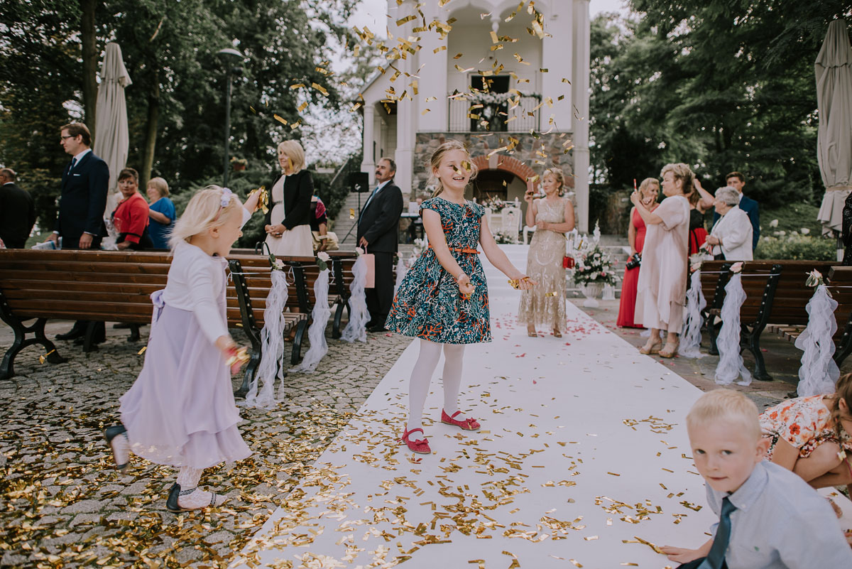 elegancki-slub-koscielny-plenerze-glamour-palac-romantyczny-turzno-fotografia-slubna-Swietliste-fotografujemy-emocje-Torun-reportaz-slubny-Ewa-Jakub-102