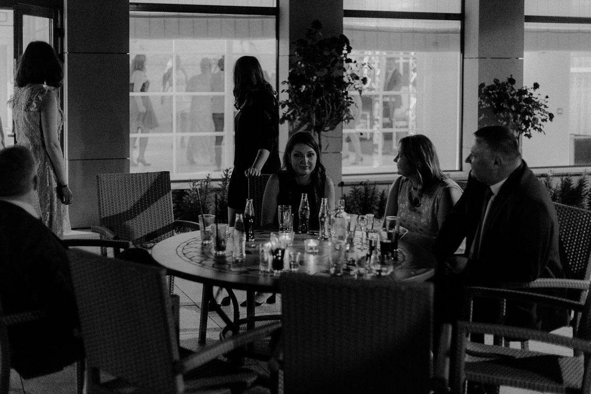 elegancki-slub-koscielny-plenerze-glamour-palac-romantyczny-turzno-fotografia-slubna-Swietliste-fotografujemy-emocje-Torun-reportaz-slubny-Ewa-Jakub-162