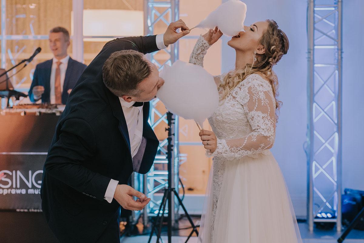elegancki-slub-koscielny-plenerze-glamour-palac-romantyczny-turzno-fotografia-slubna-Swietliste-fotografujemy-emocje-Torun-reportaz-slubny-Ewa-Jakub-179