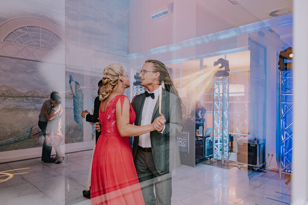 elegancki-slub-koscielny-plenerze-glamour-palac-romantyczny-turzno-fotografia-slubna-Swietliste-fotografujemy-emocje-Torun-reportaz-slubny-Ewa-Jakub-198