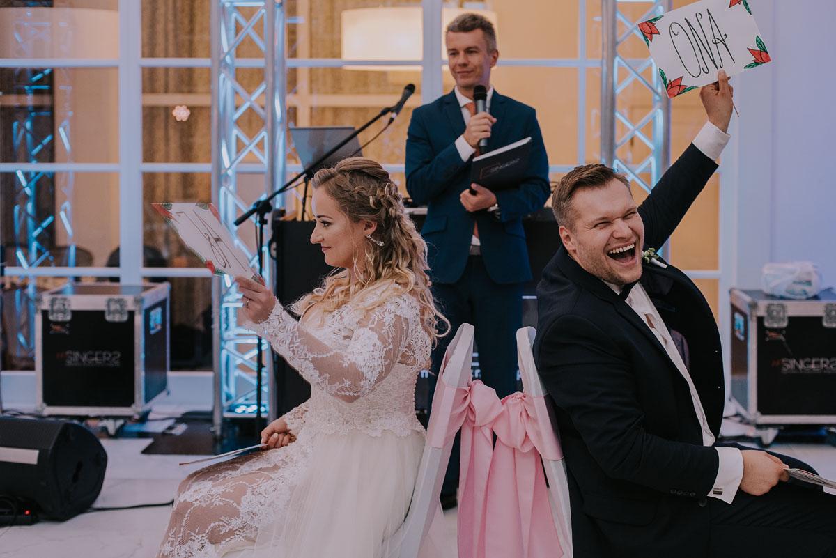 elegancki-slub-koscielny-plenerze-glamour-palac-romantyczny-turzno-fotografia-slubna-Swietliste-fotografujemy-emocje-Torun-reportaz-slubny-Ewa-Jakub-211