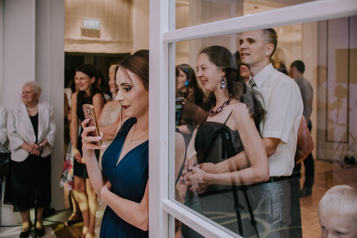 elegancki-slub-koscielny-plenerze-glamour-palac-romantyczny-turzno-fotografia-slubna-Swietliste-fotografujemy-emocje-Torun-reportaz-slubny-Ewa-Jakub-221