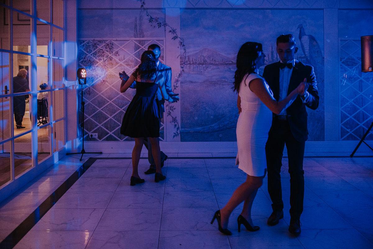 elegancki-slub-koscielny-plenerze-glamour-palac-romantyczny-turzno-fotografia-slubna-Swietliste-fotografujemy-emocje-Torun-reportaz-slubny-Ewa-Jakub-224