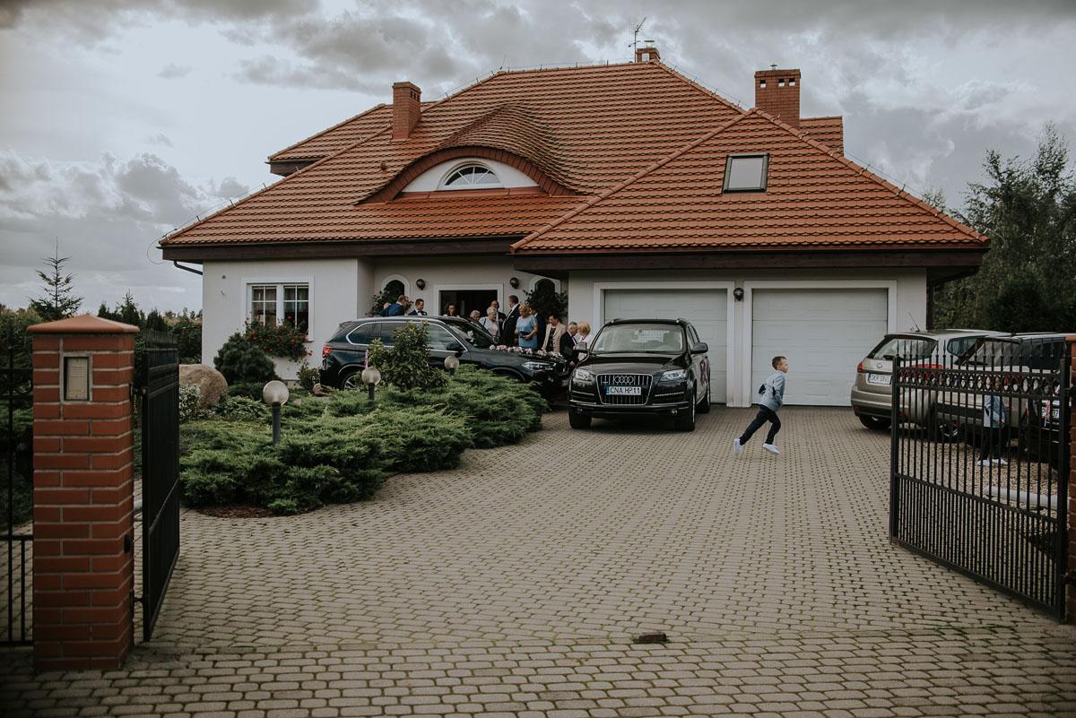 fotografia-slubna-Poznan-swietliste-reportaz-slubny-Marcelina-Jacek-Kcynia-kosciol-Wniebowziecia-Najswietszej-Maryi-Panny-Wesele-Dwor-Hulanka-Bydgoszcz-038