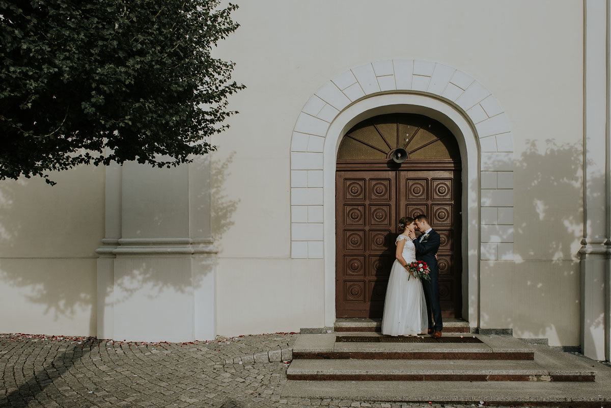 fotografia-slubna-Poznan-swietliste-reportaz-slubny-Marcelina-Jacek-Kcynia-kosciol-Wniebowziecia-Najswietszej-Maryi-Panny-Wesele-Dwor-Hulanka-Bydgoszcz-095