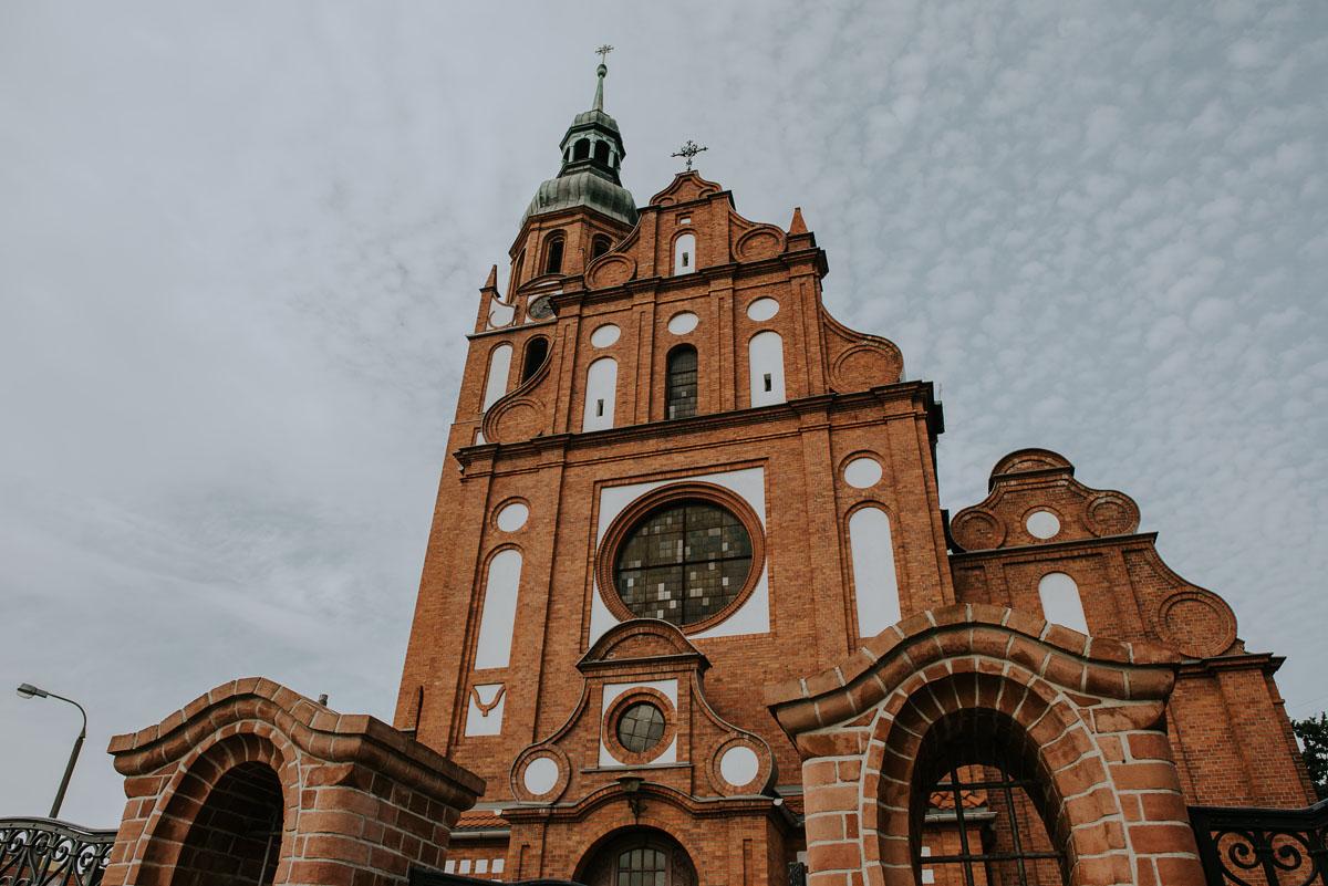 reportaz-slubny-Magda-Kamil-kosciol-sw-Trojcy-Bydgoszcz-wesele-Cukiernia-Sowa-022