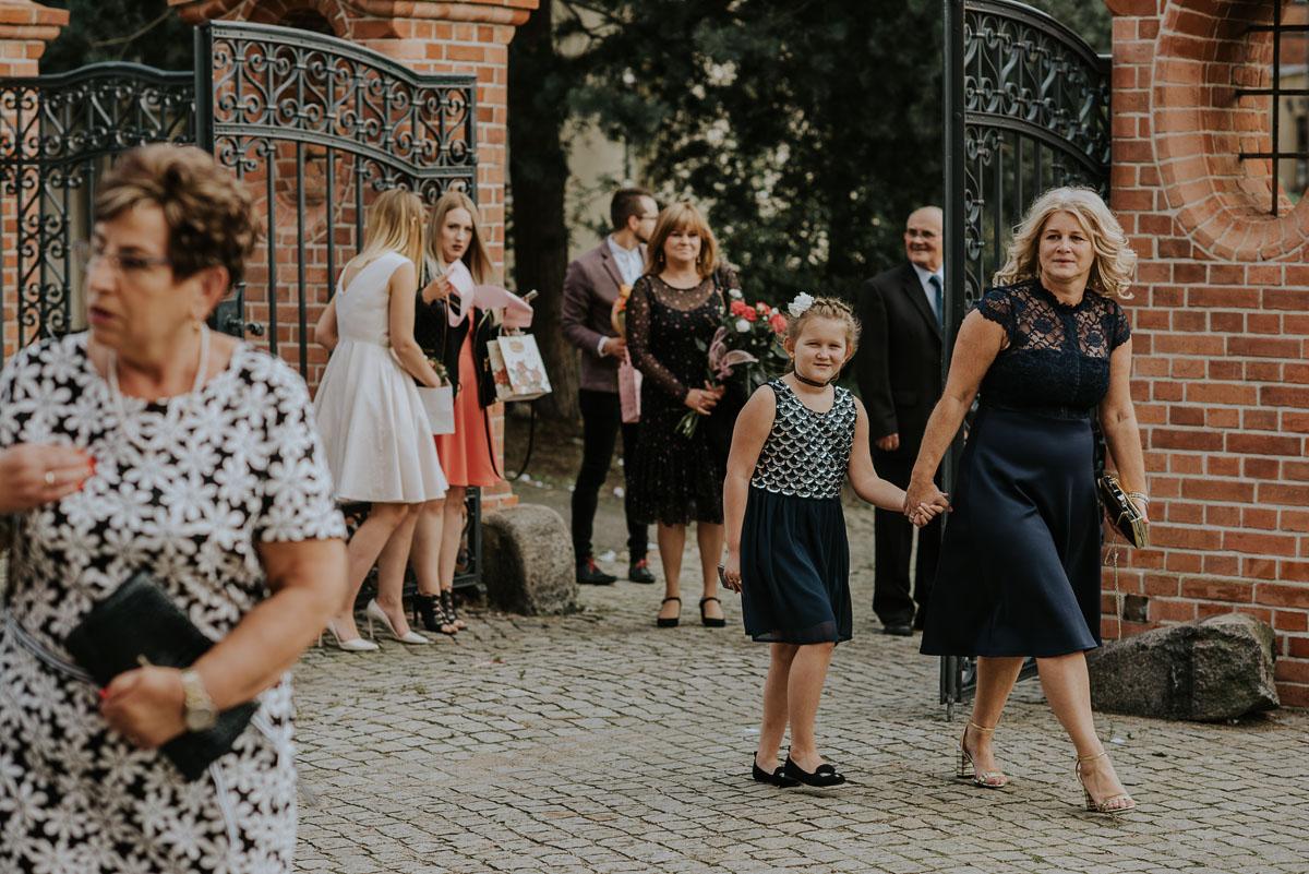 reportaz-slubny-Magda-Kamil-kosciol-sw-Trojcy-Bydgoszcz-wesele-Cukiernia-Sowa-023