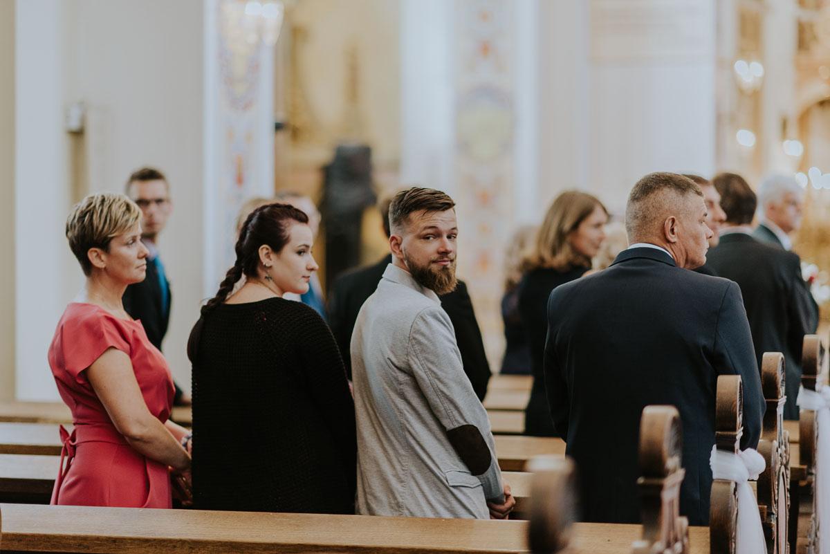 reportaz-slubny-Magda-Kamil-kosciol-sw-Trojcy-Bydgoszcz-wesele-Cukiernia-Sowa-030