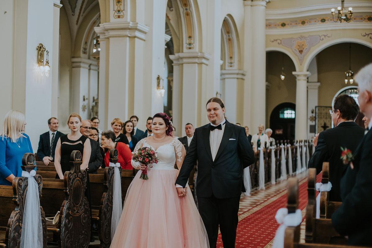 reportaz-slubny-Magda-Kamil-kosciol-sw-Trojcy-Bydgoszcz-wesele-Cukiernia-Sowa-031