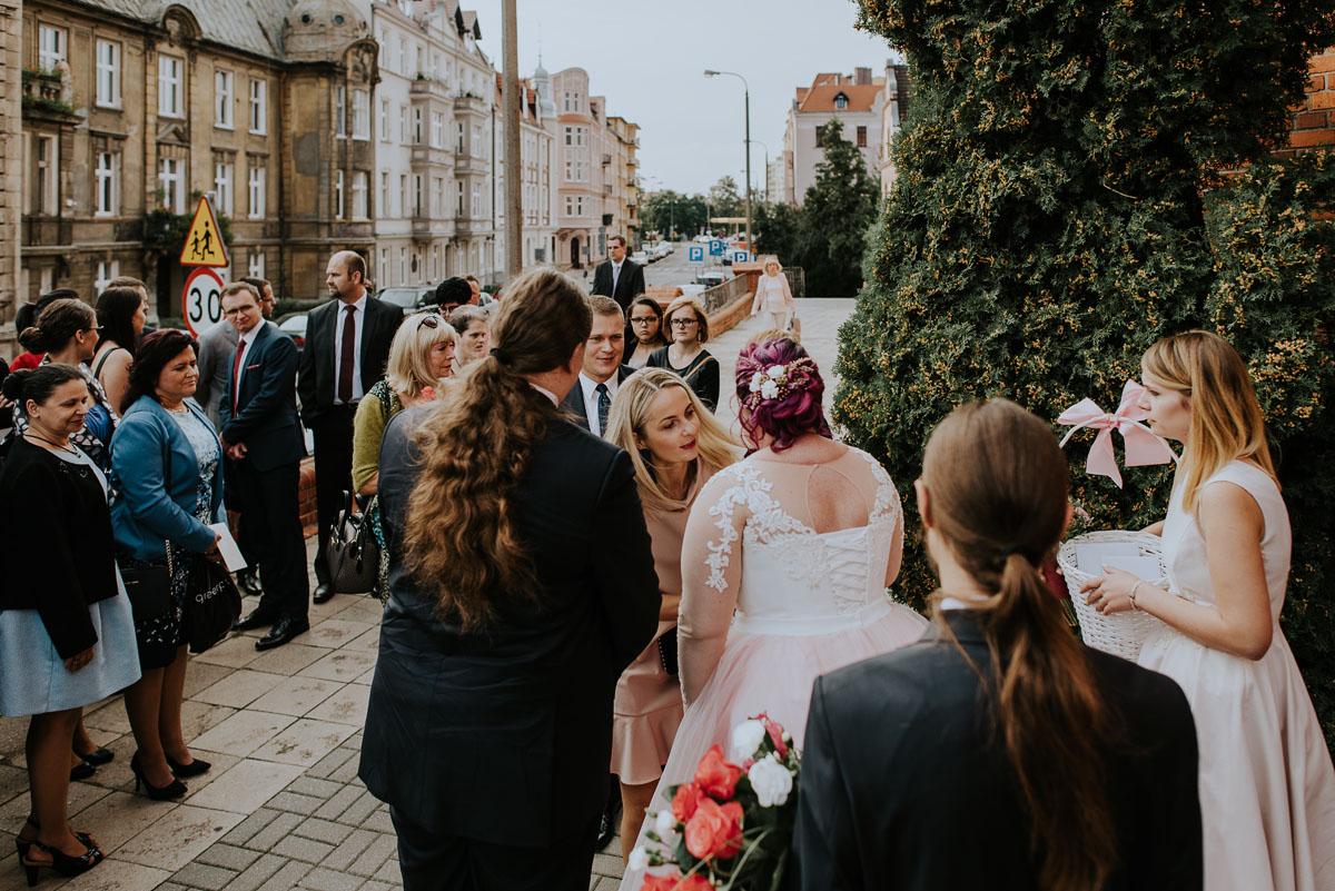 reportaz-slubny-Magda-Kamil-kosciol-sw-Trojcy-Bydgoszcz-wesele-Cukiernia-Sowa-076