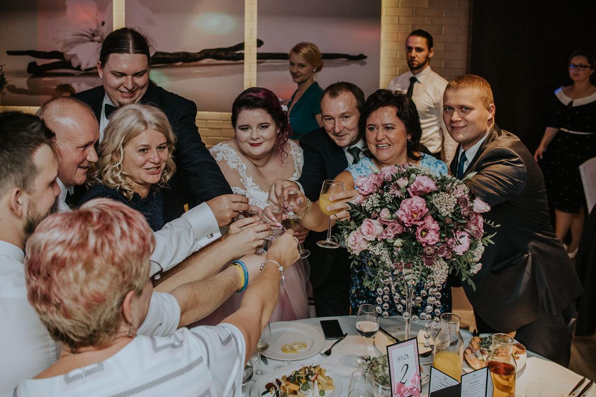 reportaz-slubny-Magda-Kamil-kosciol-sw-Trojcy-Bydgoszcz-wesele-Cukiernia-Sowa-134