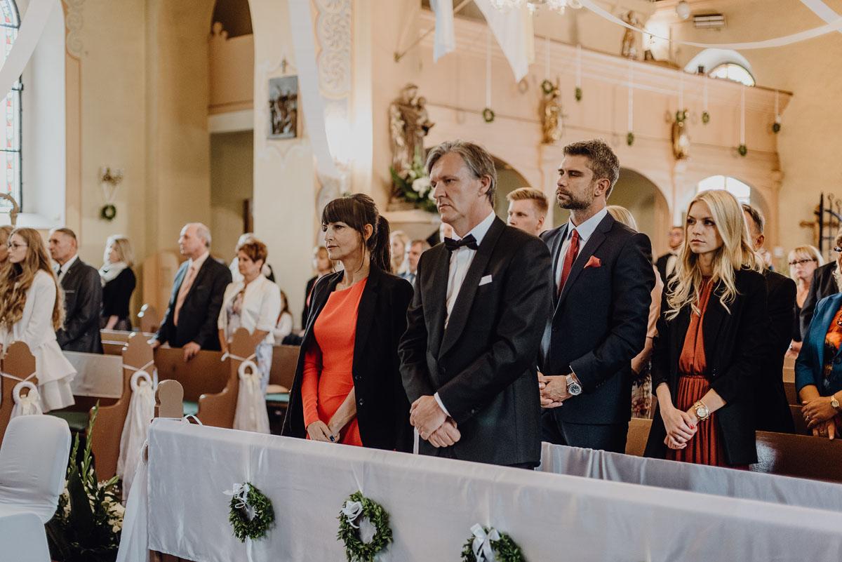 Reportaz-slubny-Anna-Filip-Swietliste-fotografia-slubna-Bydgoszcz-parafia-swietego-Wacława-Grabiu-Dwor-Biesiadny-Zakrzewo-045