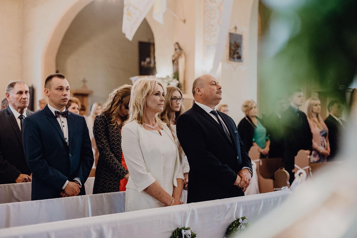 Reportaz-slubny-Anna-Filip-Swietliste-fotografia-slubna-Bydgoszcz-parafia-swietego-Wacława-Grabiu-Dwor-Biesiadny-Zakrzewo-055