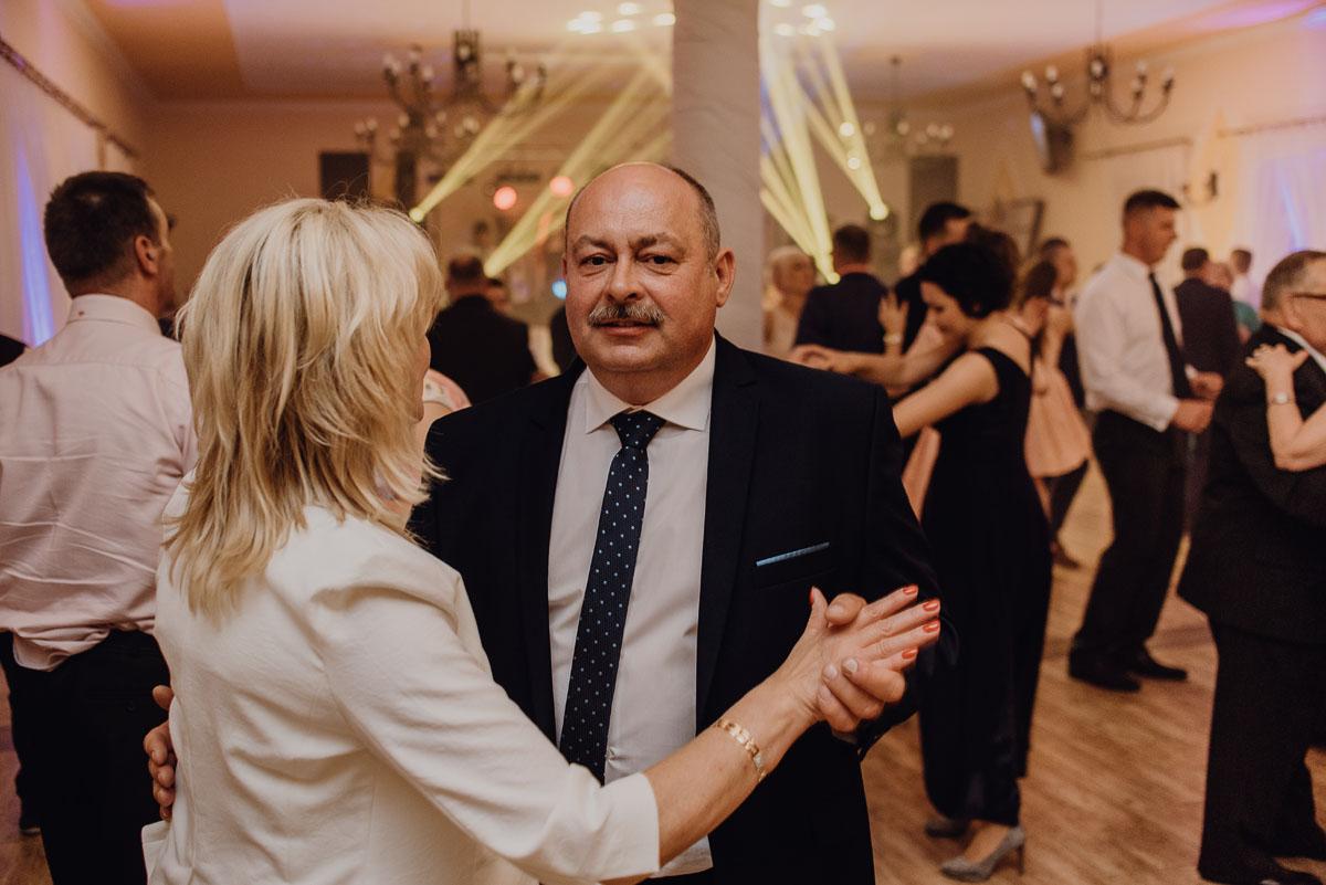 Reportaz-slubny-Anna-Filip-Swietliste-fotografia-slubna-Bydgoszcz-parafia-swietego-Wacława-Grabiu-Dwor-Biesiadny-Zakrzewo-116