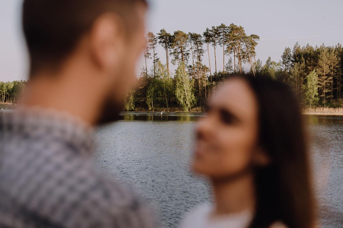 sesja-narzeczenska-Zalew-Koronowski-Samociazek-swietliste-fotografujemy-emocje-014