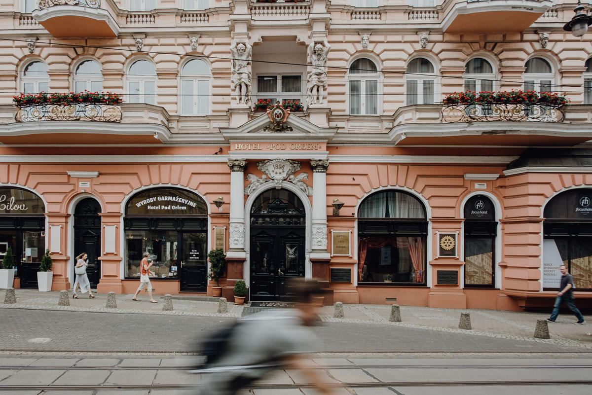 Swietliste-fotografia-slubna-Bydgoszcz-Kosciol-Garnizonowy-hotel-Pod-Orlem-Ania-Lukasz-fotografujemy-emocje-003