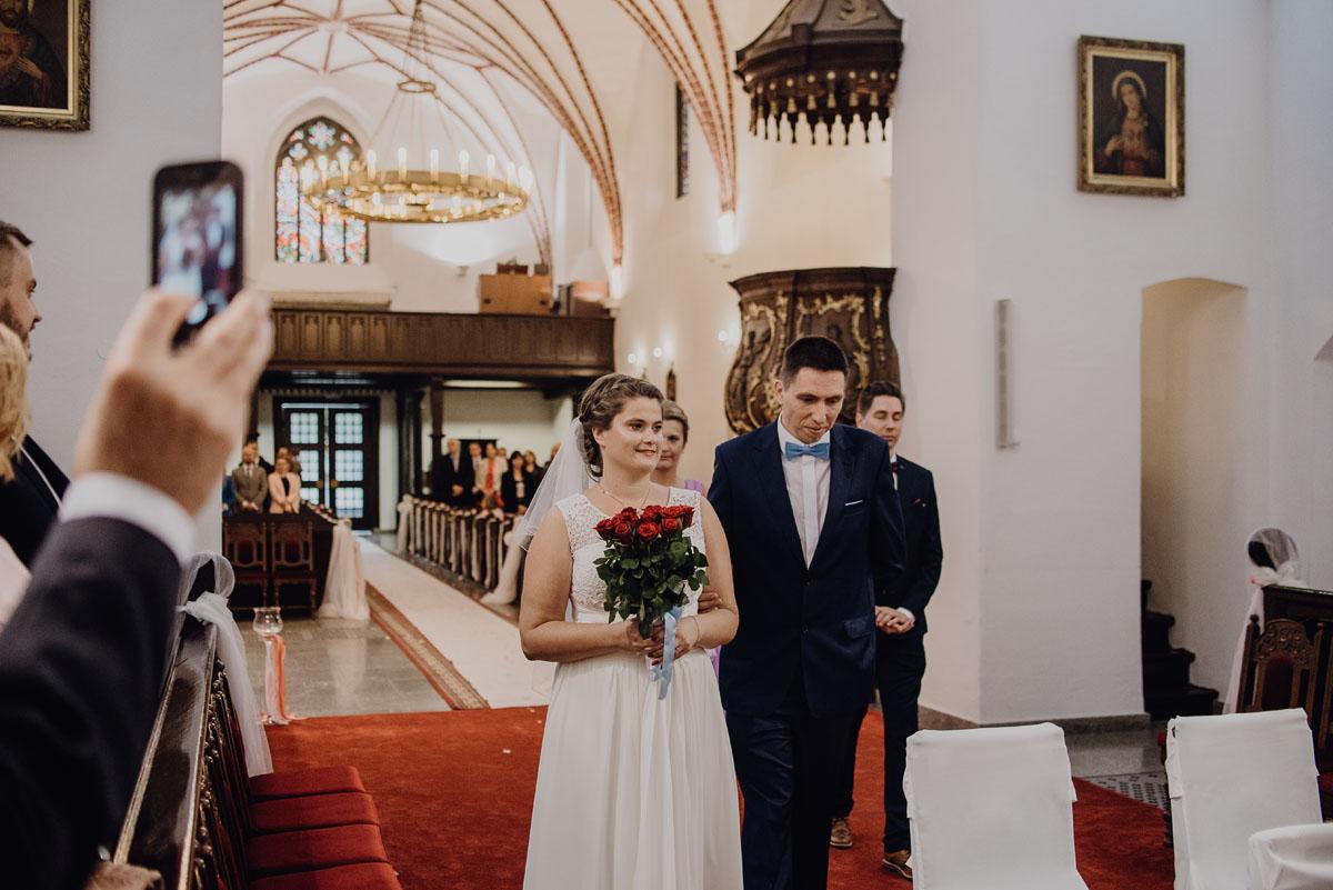 Swietliste-fotografia-slubna-Bydgoszcz-Kosciol-Garnizonowy-hotel-Pod-Orlem-Ania-Lukasz-fotografujemy-emocje-025