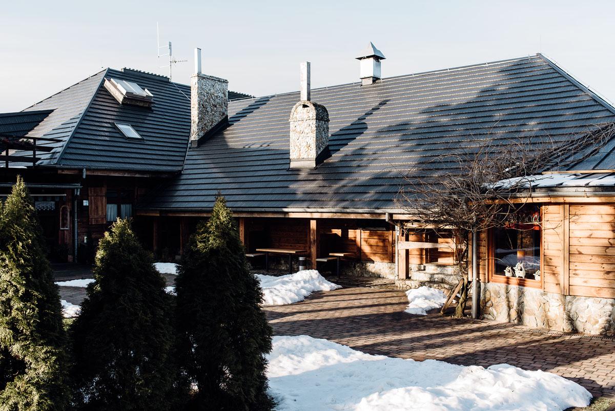 zimowy-reportaz-slubny-dwor-Hulanka-kosciol-sw-Antoniego-z-Padwy-Swietliste-fotografujemy-emocje-Bydgoszcz-003
