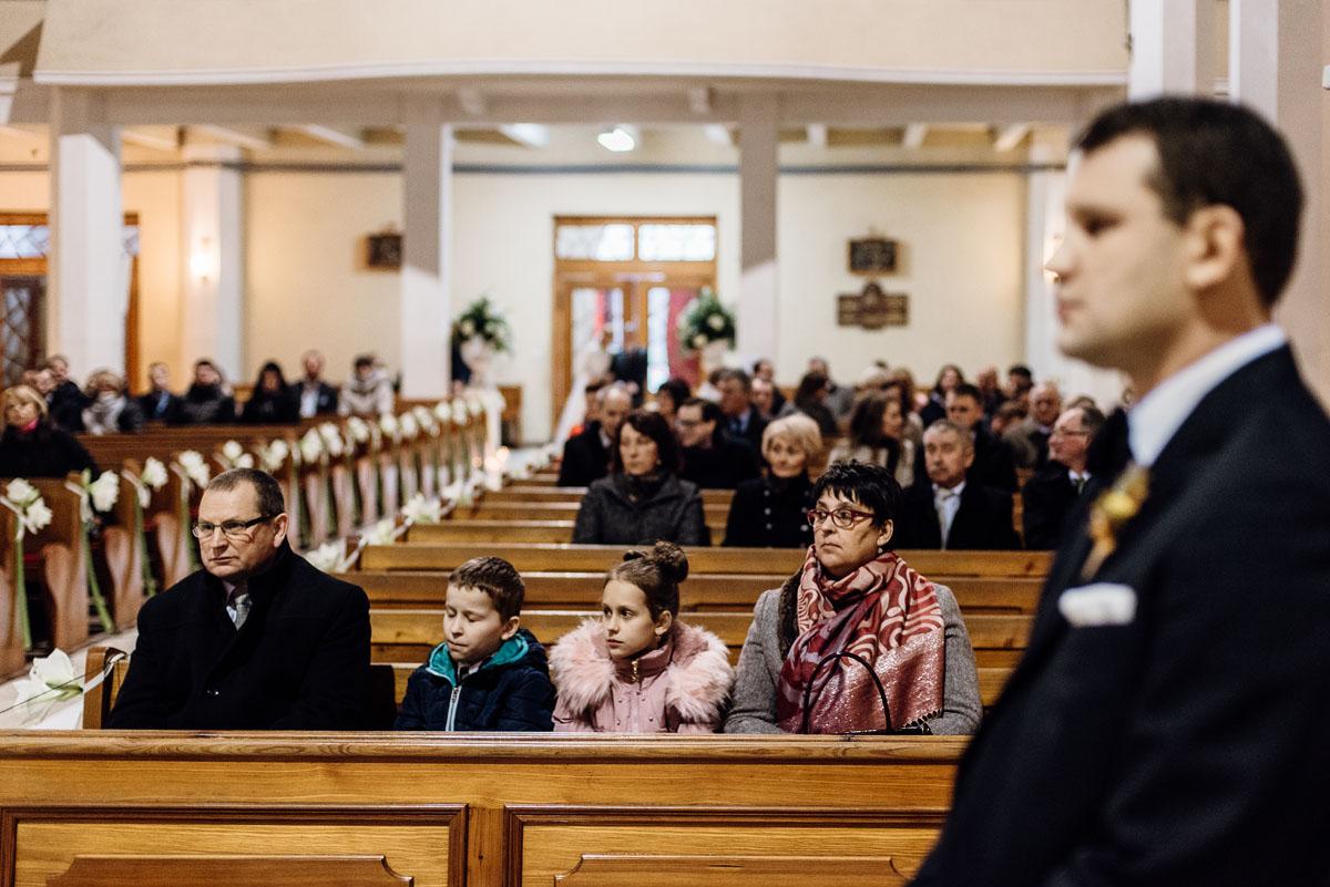 zimowy-reportaz-slubny-dwor-Hulanka-kosciol-sw-Antoniego-z-Padwy-Swietliste-fotografujemy-emocje-Bydgoszcz-034