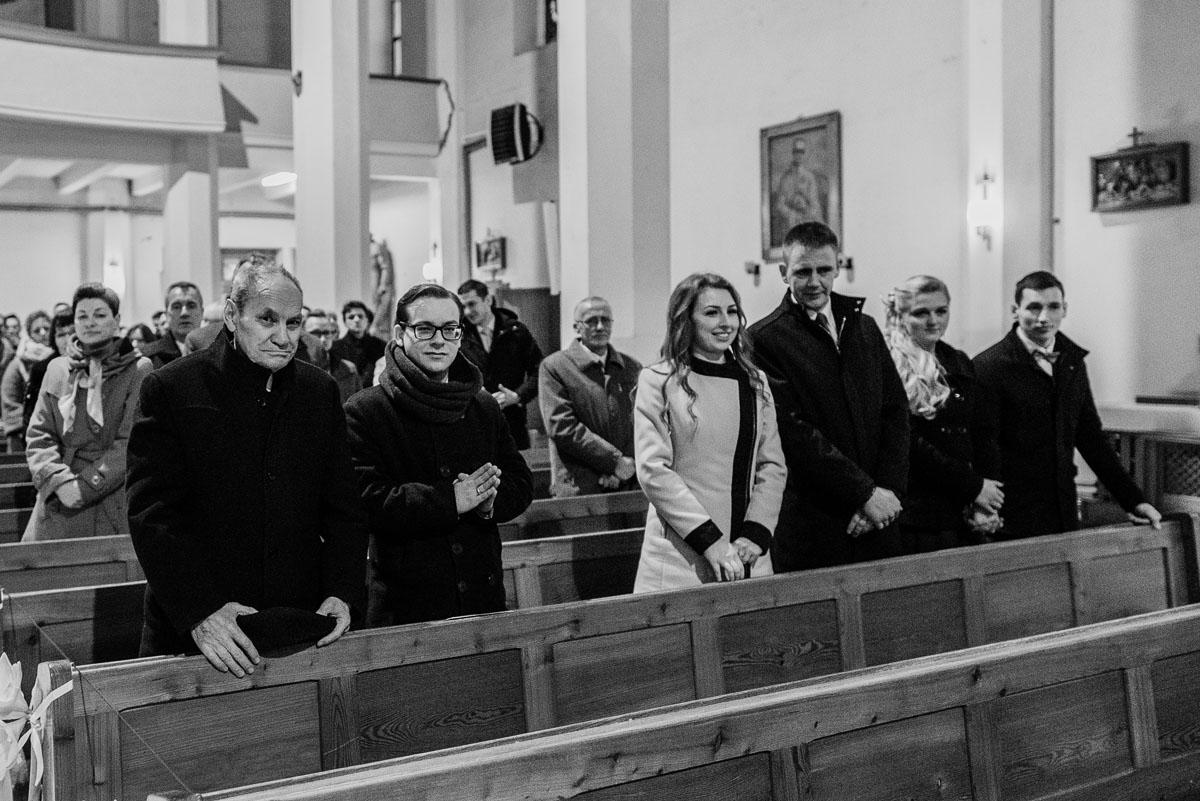 zimowy-reportaz-slubny-dwor-Hulanka-kosciol-sw-Antoniego-z-Padwy-Swietliste-fotografujemy-emocje-Bydgoszcz-036
