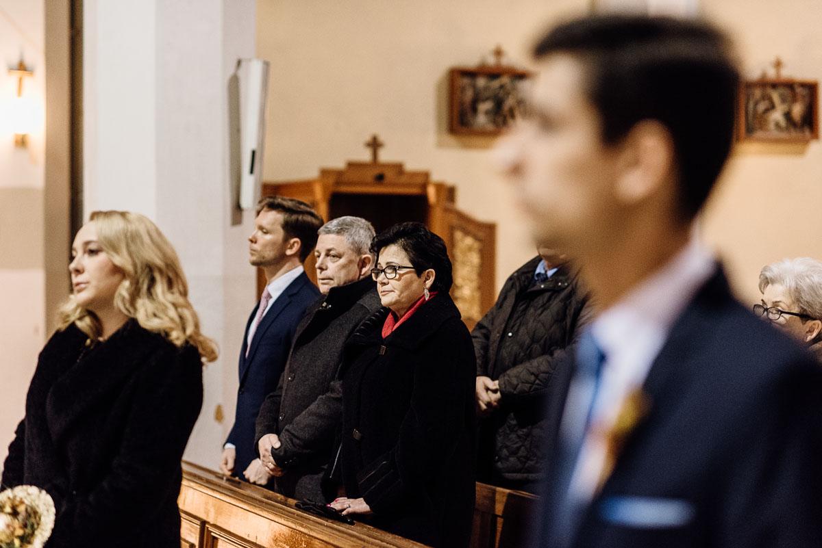 zimowy-reportaz-slubny-dwor-Hulanka-kosciol-sw-Antoniego-z-Padwy-Swietliste-fotografujemy-emocje-Bydgoszcz-043