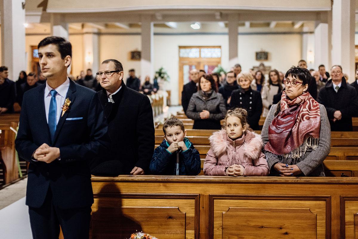 zimowy-reportaz-slubny-dwor-Hulanka-kosciol-sw-Antoniego-z-Padwy-Swietliste-fotografujemy-emocje-Bydgoszcz-048