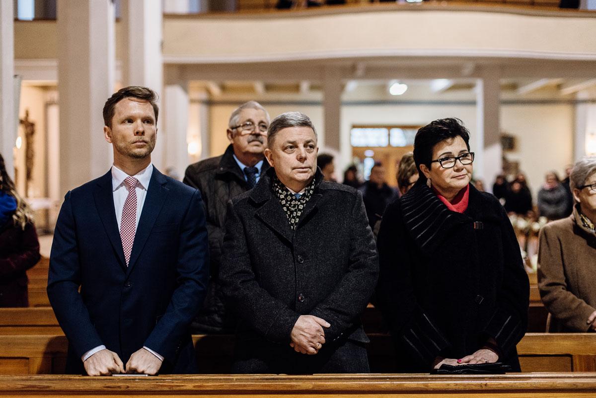 zimowy-reportaz-slubny-dwor-Hulanka-kosciol-sw-Antoniego-z-Padwy-Swietliste-fotografujemy-emocje-Bydgoszcz-059