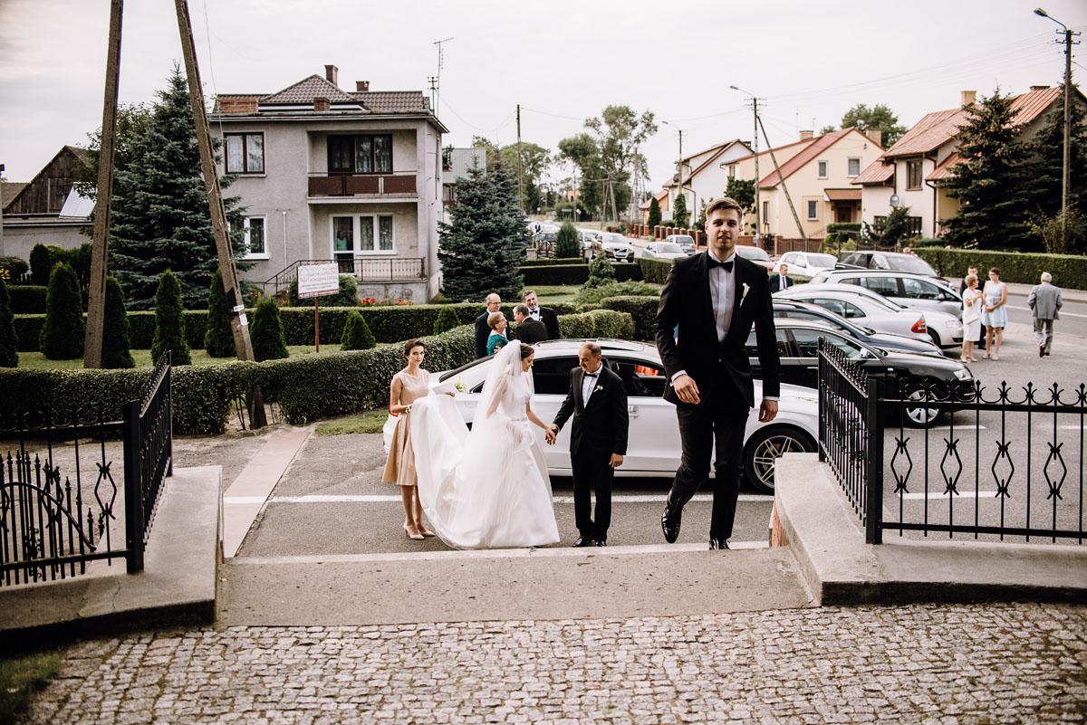 Swietliste-fotografia-slubna-Bydgoszcz-kosciol-sw-Mateusza-Apostola-Badkowo-Hotel-Amazonka-Ciechocinek-Natalia-Przemek-054