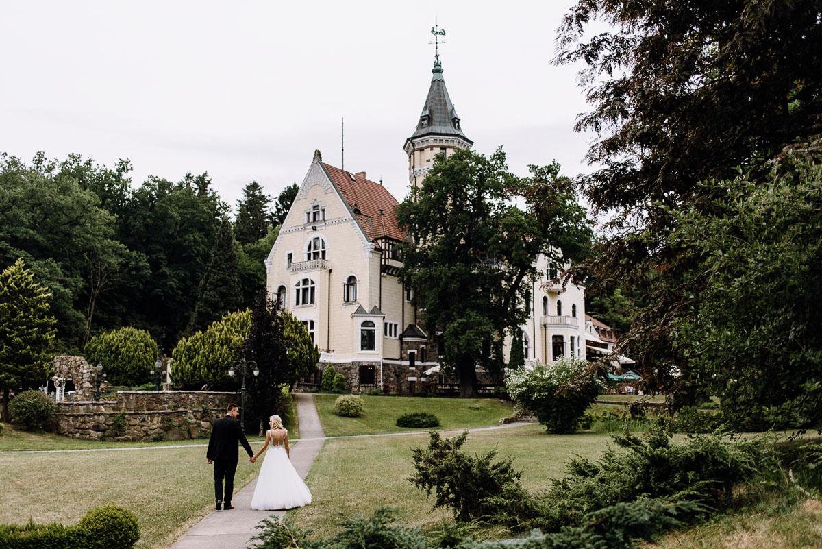fotografia-slubna-torun-sesja-plenerowa-nad-morzem-Hotel-Bursztynowy-Palac-Strzekecino-Koszalin-Justyna-Tomasz-005