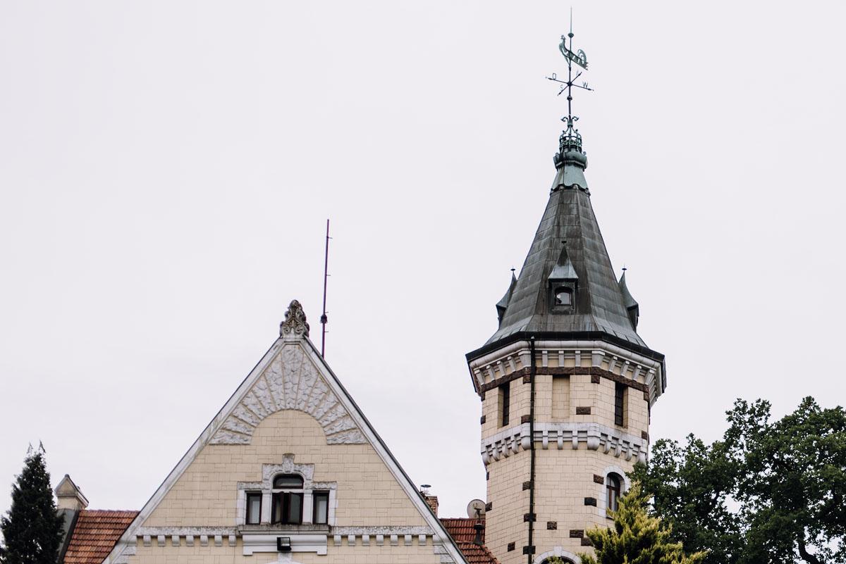 fotografia-slubna-torun-sesja-plenerowa-nad-morzem-Hotel-Bursztynowy-Palac-Strzekecino-Koszalin-Justyna-Tomasz-008
