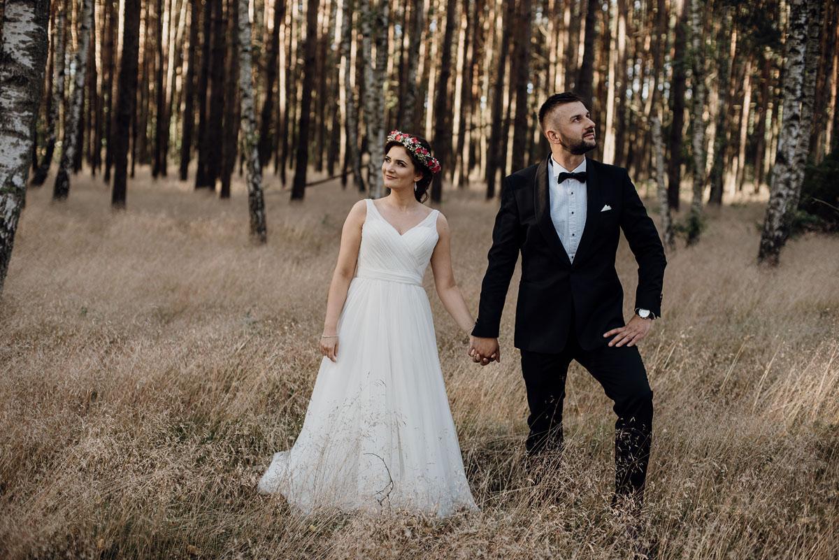 naturalna-lesna-slubna-sesja-plenerowa-swietliste-fotografujemy-emocje-Torun-Martyna-Grzegorz-002