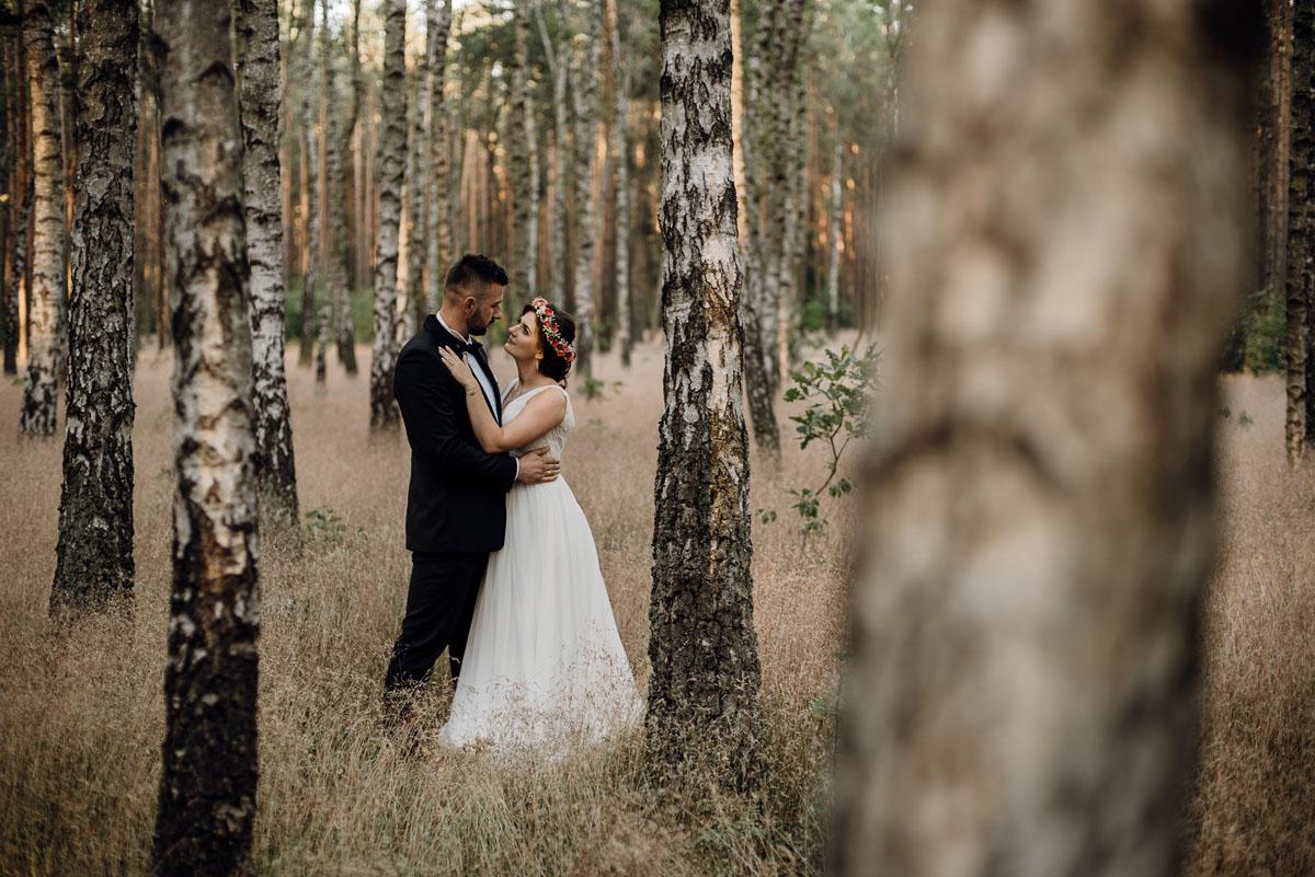 naturalna-lesna-slubna-sesja-plenerowa-swietliste-fotografujemy-emocje-Torun-Martyna-Grzegorz-006
