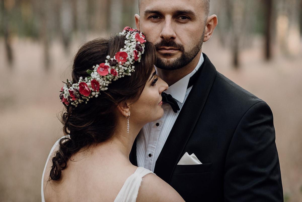 naturalna-lesna-slubna-sesja-plenerowa-swietliste-fotografujemy-emocje-Torun-Martyna-Grzegorz-007