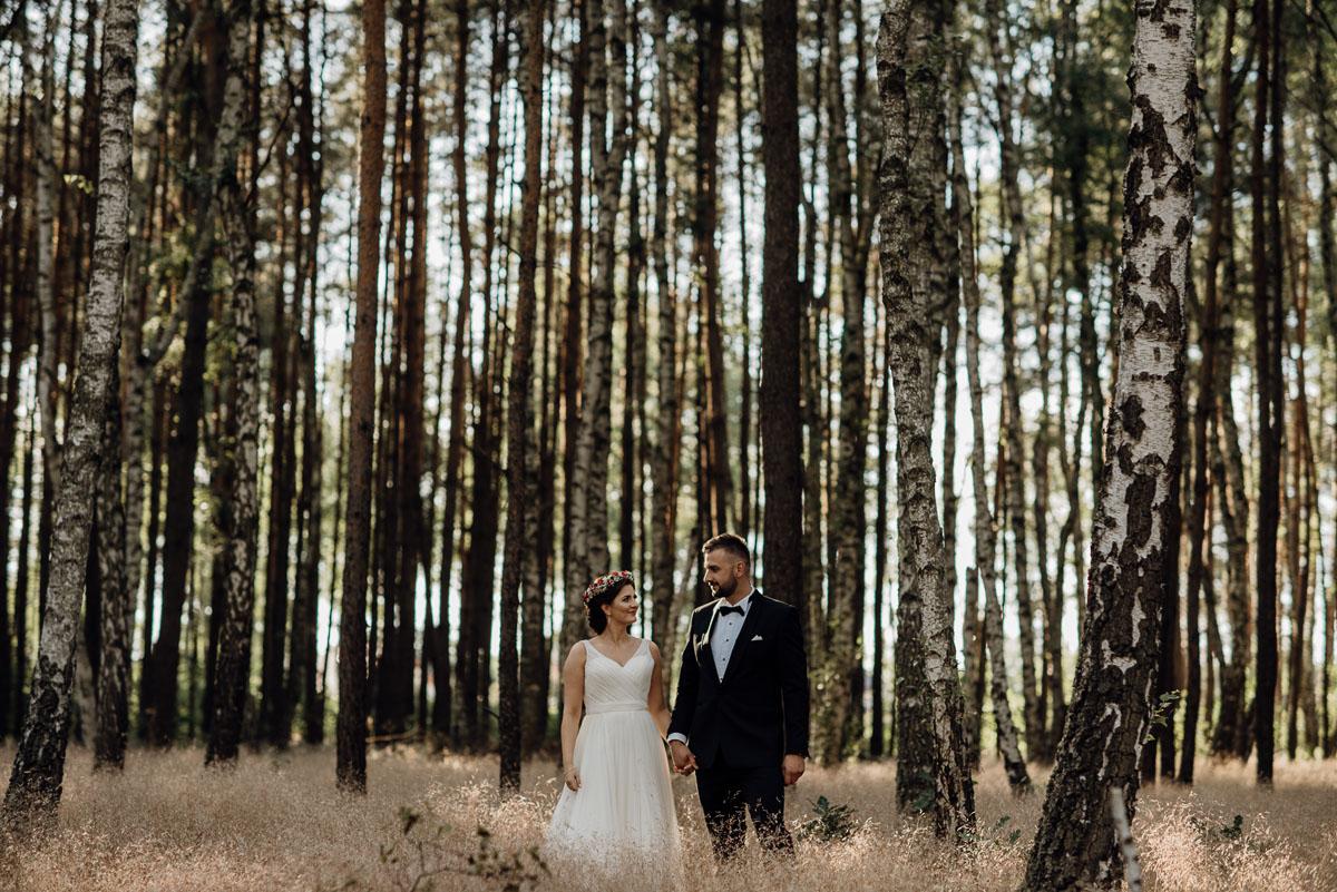 naturalna-lesna-slubna-sesja-plenerowa-swietliste-fotografujemy-emocje-Torun-Martyna-Grzegorz-010
