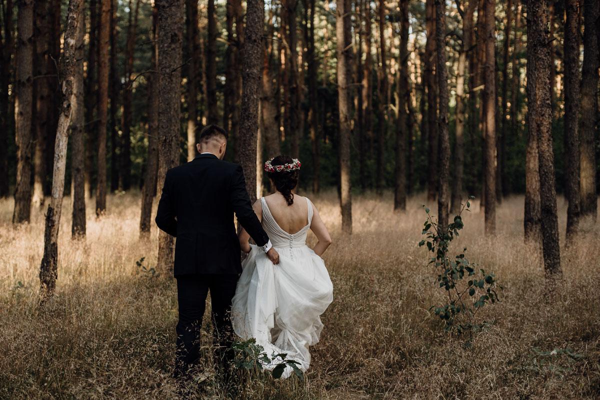 naturalna-lesna-slubna-sesja-plenerowa-swietliste-fotografujemy-emocje-Torun-Martyna-Grzegorz-011