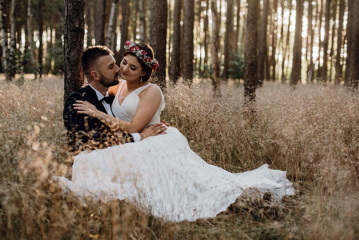 naturalna-lesna-slubna-sesja-plenerowa-swietliste-fotografujemy-emocje-Torun-Martyna-Grzegorz-014