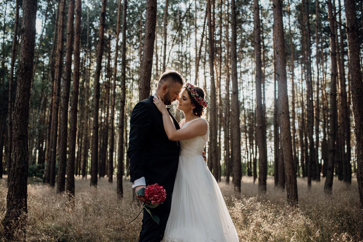 naturalna-lesna-slubna-sesja-plenerowa-swietliste-fotografujemy-emocje-Torun-Martyna-Grzegorz-016