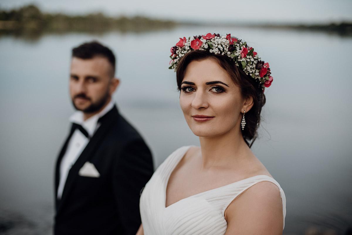 naturalna-lesna-slubna-sesja-plenerowa-swietliste-fotografujemy-emocje-Torun-Martyna-Grzegorz-028