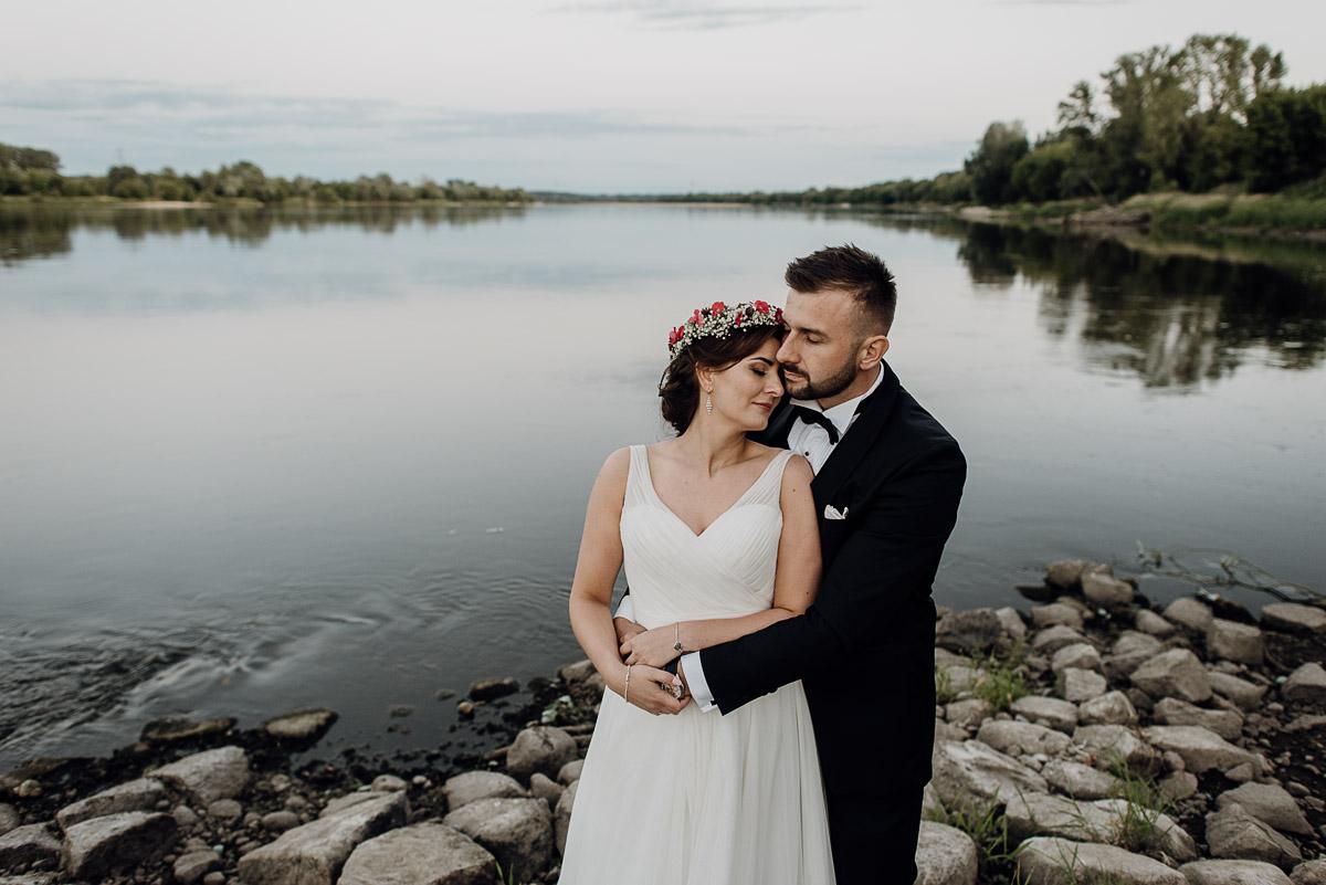 naturalna-lesna-slubna-sesja-plenerowa-swietliste-fotografujemy-emocje-Torun-Martyna-Grzegorz-029