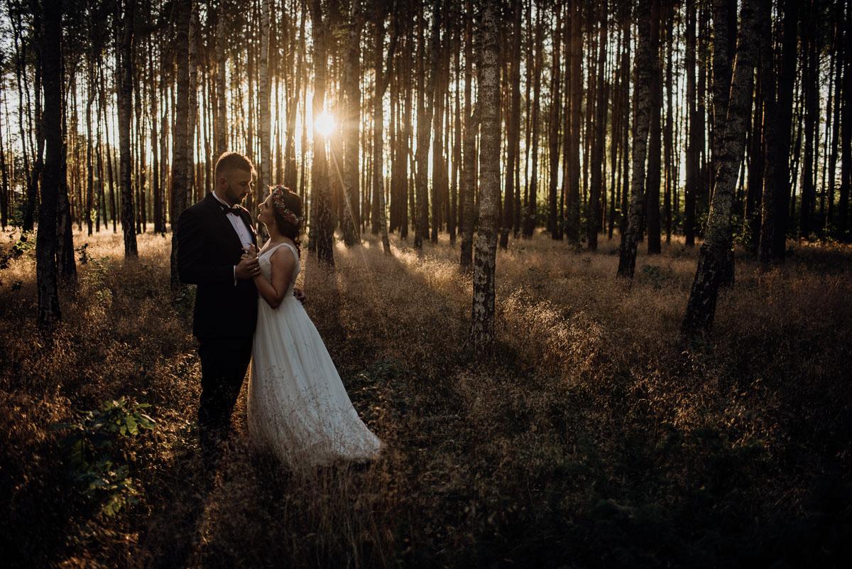 naturalna-lesna-slubna-sesja-plenerowa-swietliste-fotografujemy-emocje-Torun-Martyna-Grzegorz-032