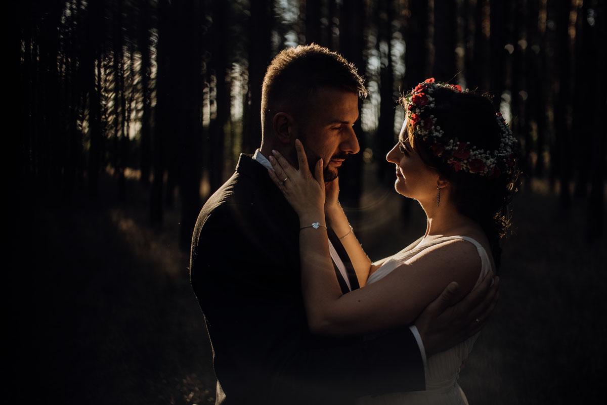naturalna-lesna-slubna-sesja-plenerowa-swietliste-fotografujemy-emocje-Torun-Martyna-Grzegorz-033