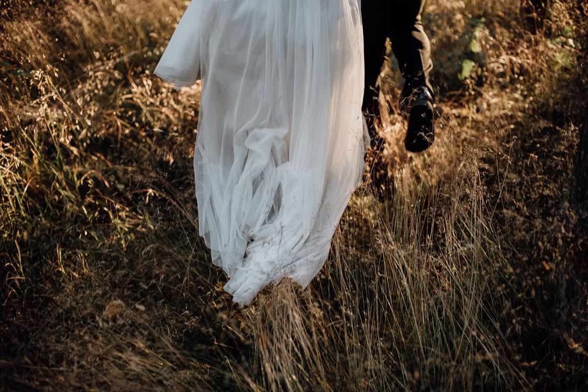 naturalna-lesna-slubna-sesja-plenerowa-swietliste-fotografujemy-emocje-Torun-Martyna-Grzegorz-034