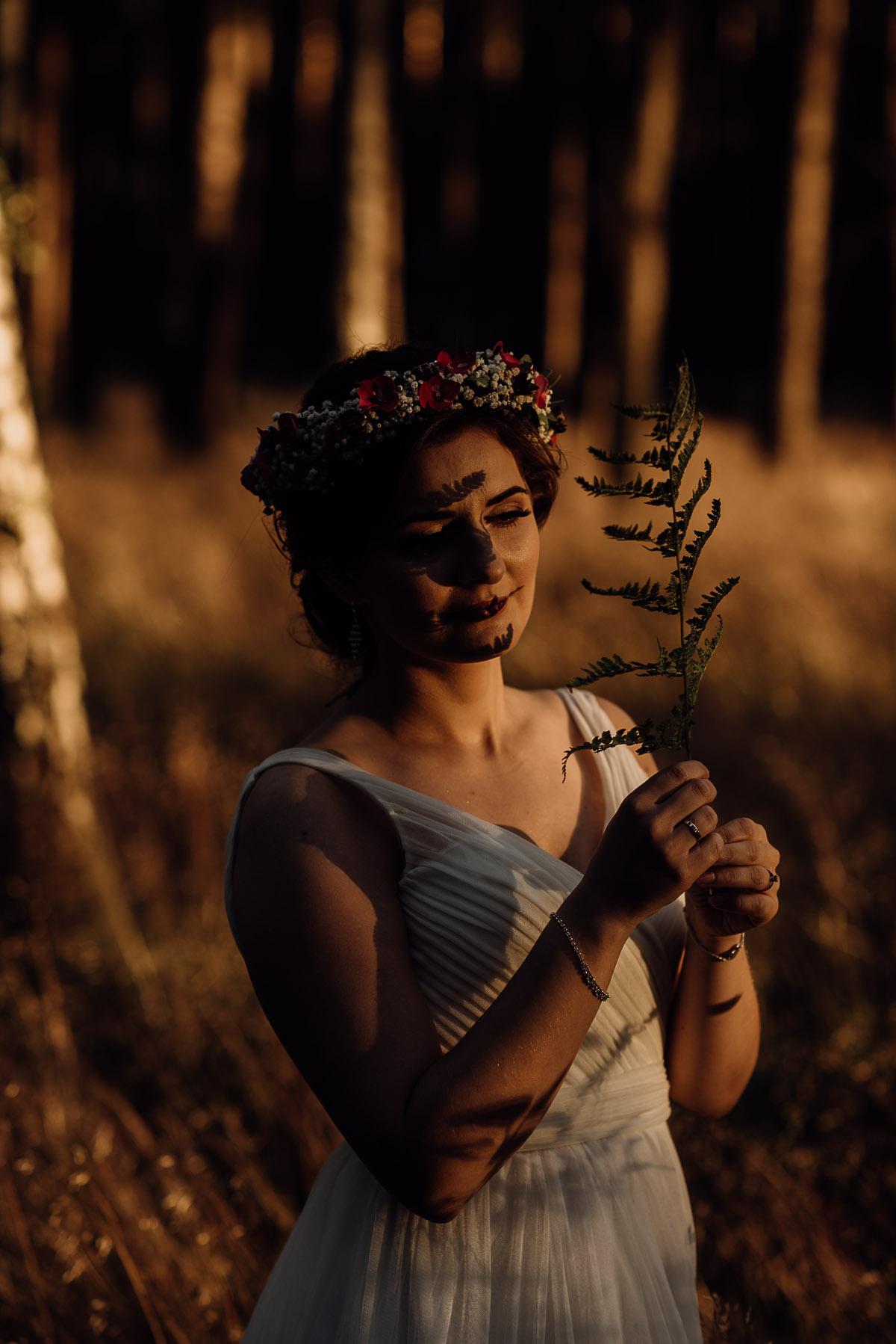 naturalna-lesna-slubna-sesja-plenerowa-swietliste-fotografujemy-emocje-Torun-Martyna-Grzegorz-036