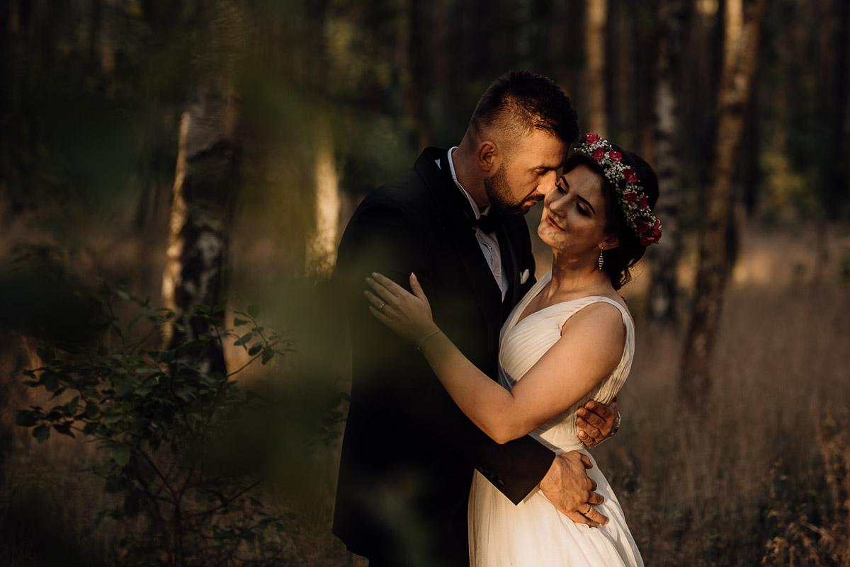 naturalna-lesna-slubna-sesja-plenerowa-swietliste-fotografujemy-emocje-Torun-Martyna-Grzegorz-037