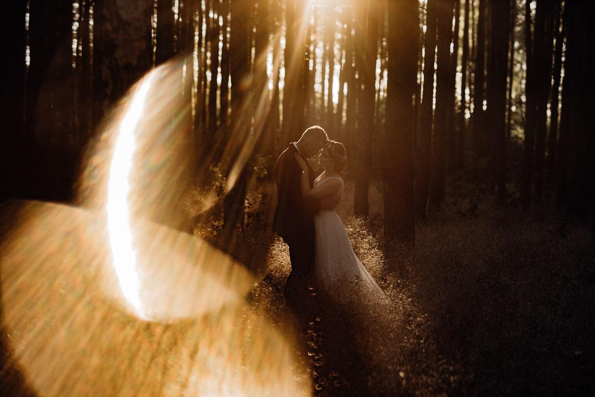 naturalna-lesna-slubna-sesja-plenerowa-swietliste-fotografujemy-emocje-Torun-Martyna-Grzegorz-038