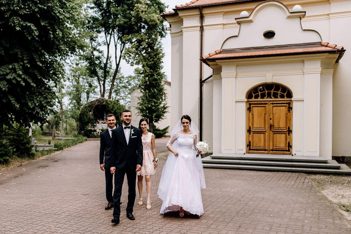 reportaz-slubny-Ola-Kamil-slub-kosciol-sw-Stanislawa-wesele-restauracja-Lesna-Solec-Kujawski-Swietliste-fotografujemy-emocje-042