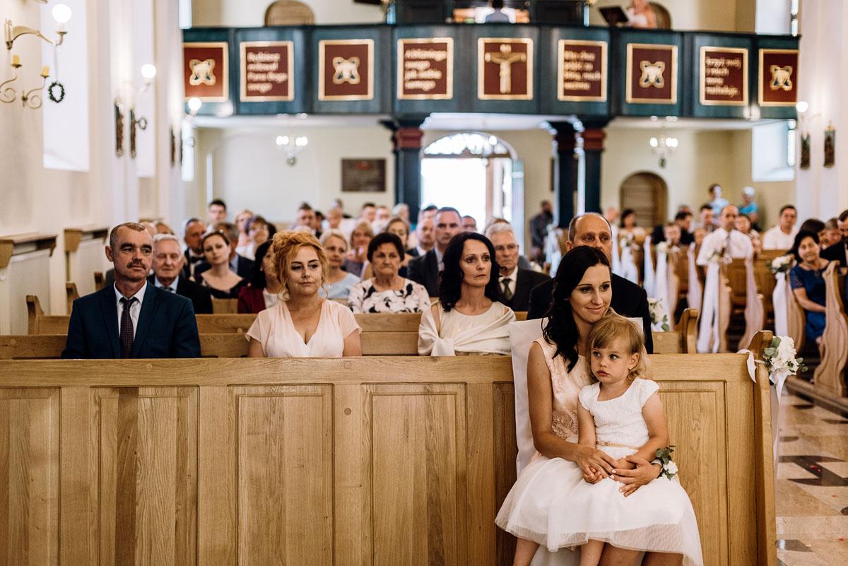 reportaz-slubny-Ola-Kamil-slub-kosciol-sw-Stanislawa-wesele-restauracja-Lesna-Solec-Kujawski-Swietliste-fotografujemy-emocje-054